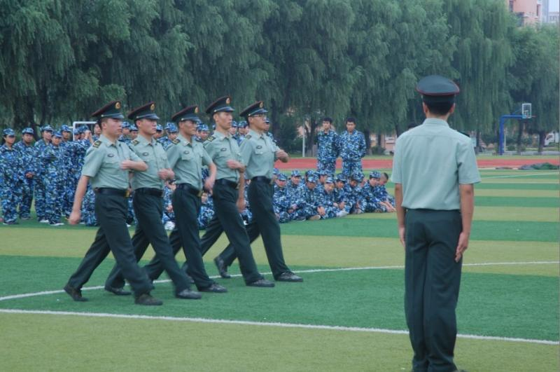 铁岭技师学院举办2012级秋季新生军训开营式