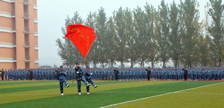 铁岭技师学院隆重举行2013级新生军训闭营式