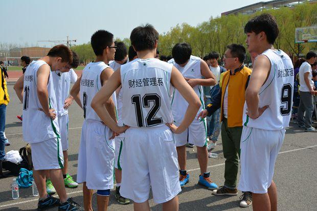 铁岭技师学院举办第三届校园篮球赛