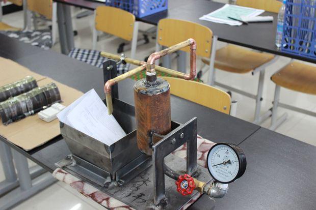 机械工程系与德国吉夫霍恩职业技术学校专家进行学术交流