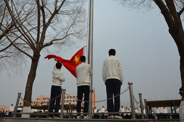 院团委举行弘扬孝道学问 继承传统美德主题升旗仪式