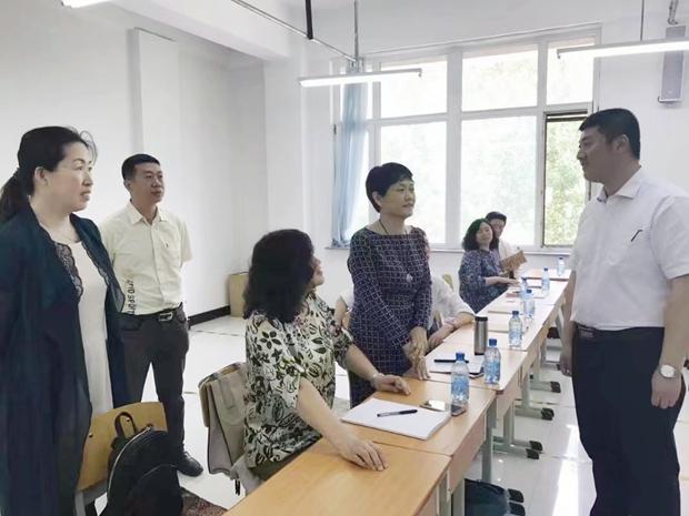 教育部专家柴艳萍教授到学院开展思政课听课和调研指导工作